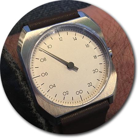 klockan slow - med en visare och 24-timmars urtavla