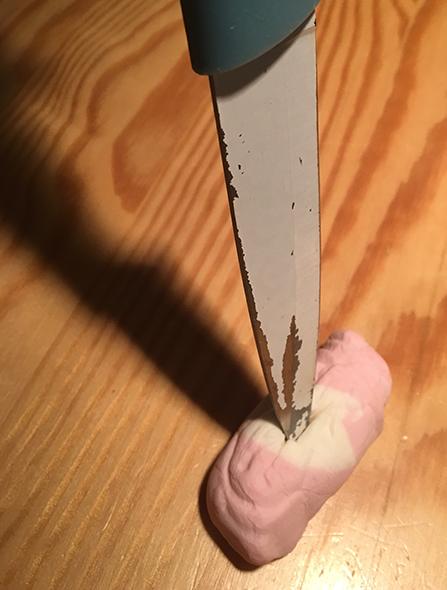 skumtomte spetsad på kniv