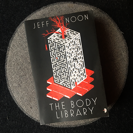 omslag för jeff noons the body library